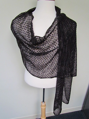 Pebbly Mesh Lace Wrap and Scarf, imagen de Ravelry